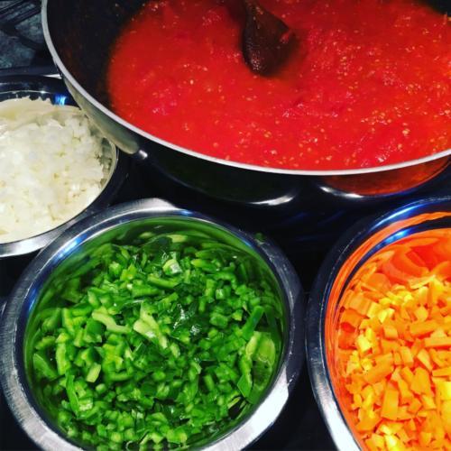 Préparation des légumes frais.