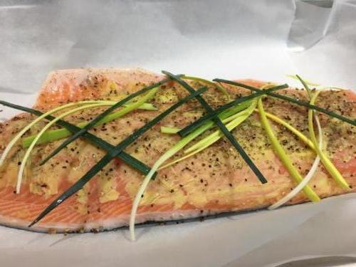 Préparation du filet de saumon, coulis de poireaux.