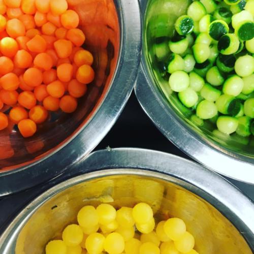Billes de légumes frais.