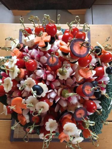 Brochettes de légumes en bouquet.